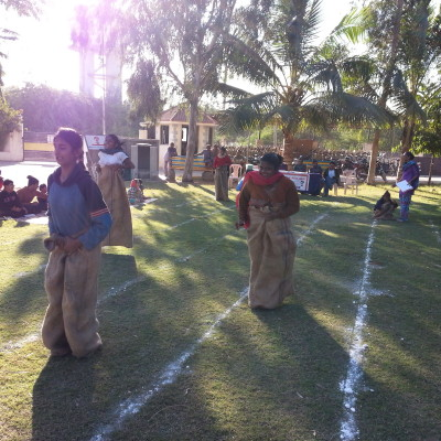 Children perforrming in sack race
